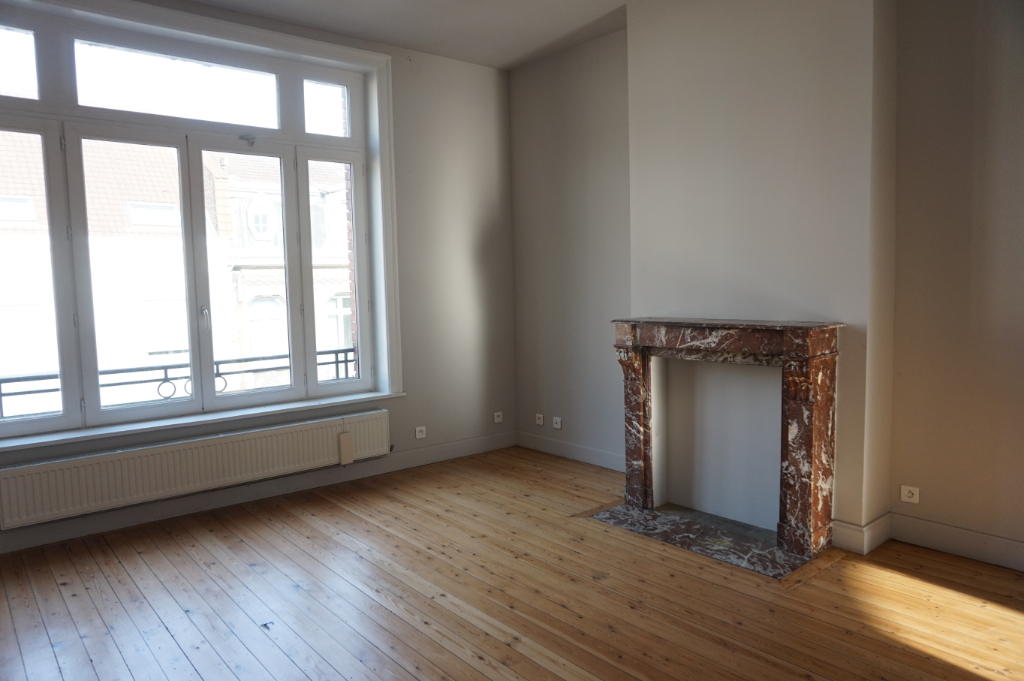 Location appartement - Appartement La Madeleine Type 5 de 131 m2 - balcon