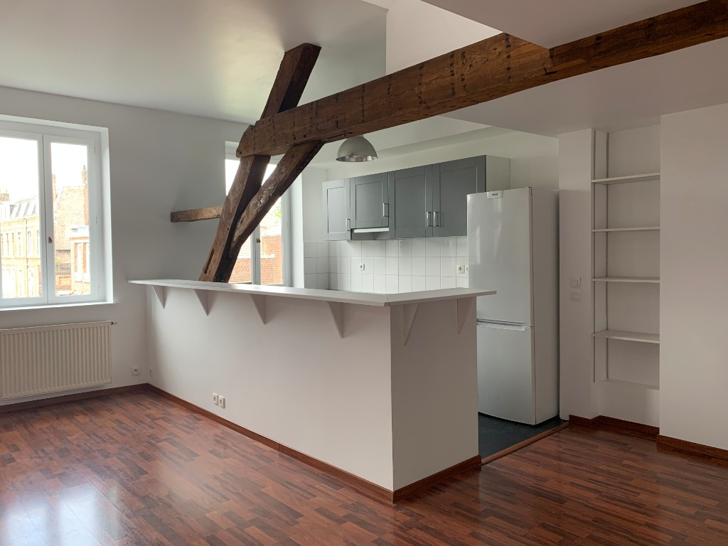 TYPE 4 RUE ROYALE NON MEUBLE - 1.600€ -150€ charges