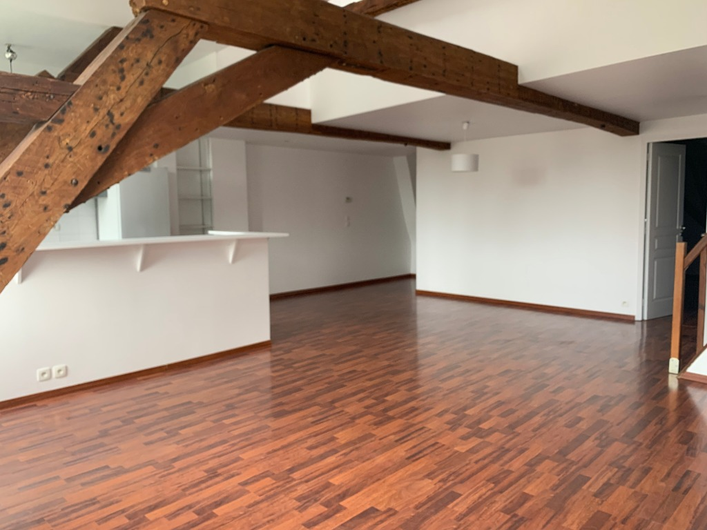 Location appartement - TYPE 4 RUE ROYALE NON MEUBLE - 1.600€ -150€ charges