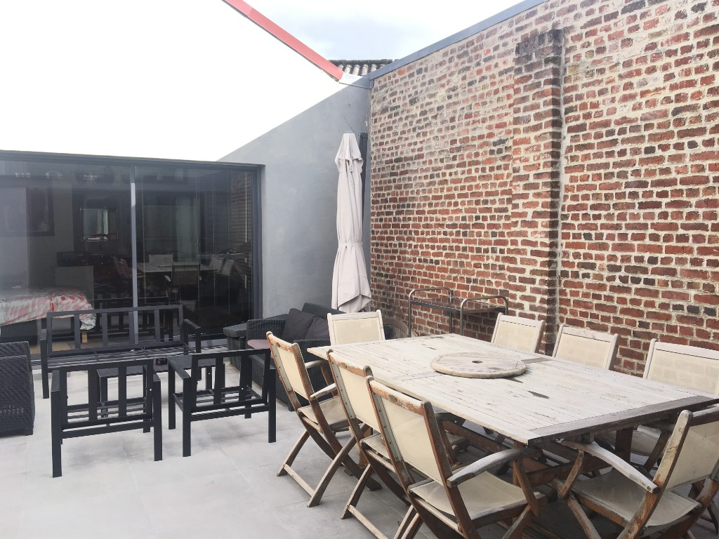 Vente maison - Lille, maison esprit loft 4 ch possible 5, patio et parkings